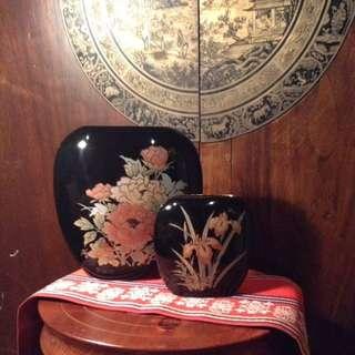 2 Japanese Vintage Vases