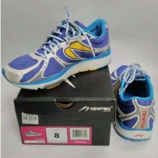 Newton Kismet Shoes (Women's size 8)