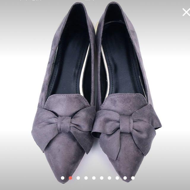 品牌蝴蝶結尖頭平底鞋