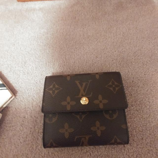 LV Mini Wallet. **very Good Look Alike**