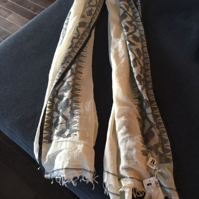 Holt Renfrew - Brand New, Tags On, Aish Scarf