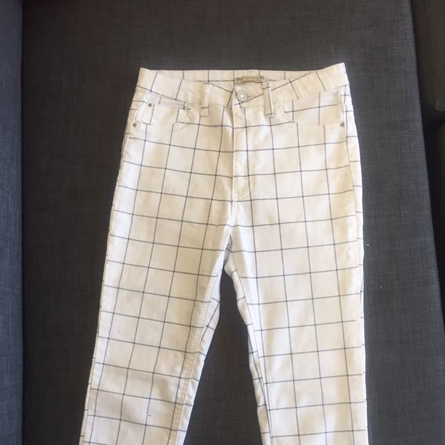 Grip Pattern High Waisted Jeans