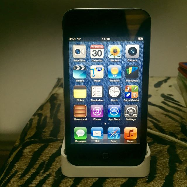 iPod Touch 2nd Gen With Camera 8gb