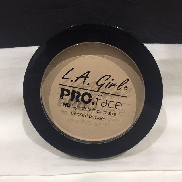 LA Girl Pro Face Pressed Powder in Classic Ivory