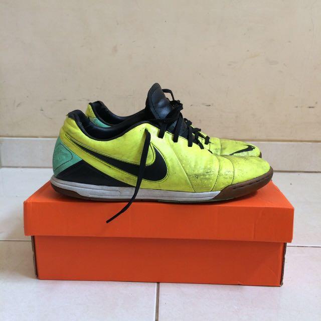 Sepatu Futsal Nike CTR Volt