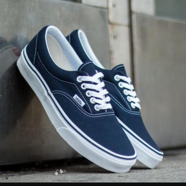 2541e8f01fad BNWT AUTHENTIC VANS Core Classic Era Unisex Sneakers EU40.5 Navy ...