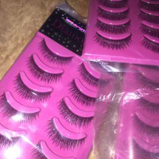 False Eyelashes !