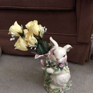 A Corner Ruby Collection Tulip Field Rabbit Flower Holder