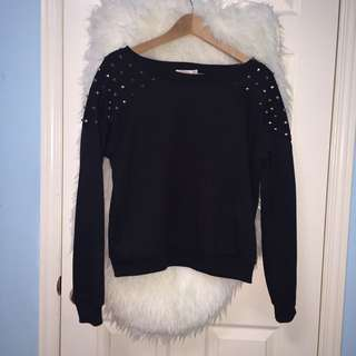 Comfy Big Sweater With Embellishments