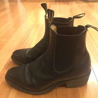 RM Williams boots with cuban style heel. 4.5g size