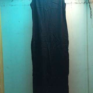 Long dress with slit on the back