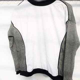 Top Kala Sweater White Grey