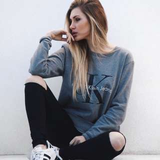 CALVIN KLEIN Oversized Boyfriend Style Sweater