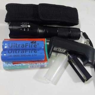 可變焦電筒套裝 (1套包括:2粒大鋰電池,1個充電寶,1個電筒套,1個3A電芯筒)