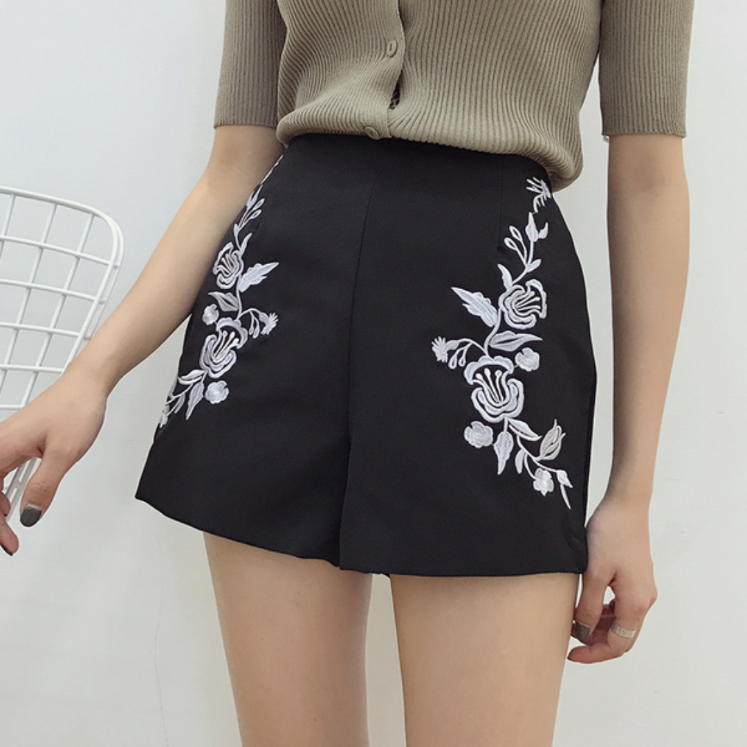🎋蔓蔓時光-鬱金香刺繡綢緞高腰短褲