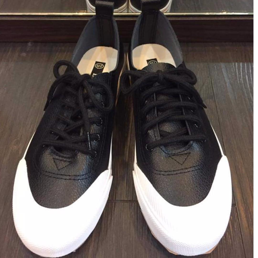 黑色綁帶皮革鞋