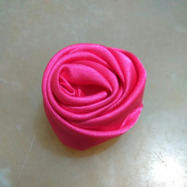 Bross Bunga Satin