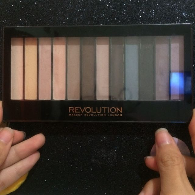 Eyeshadow Makeup Revolution Essential Mattes