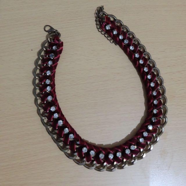 Kalung Merah