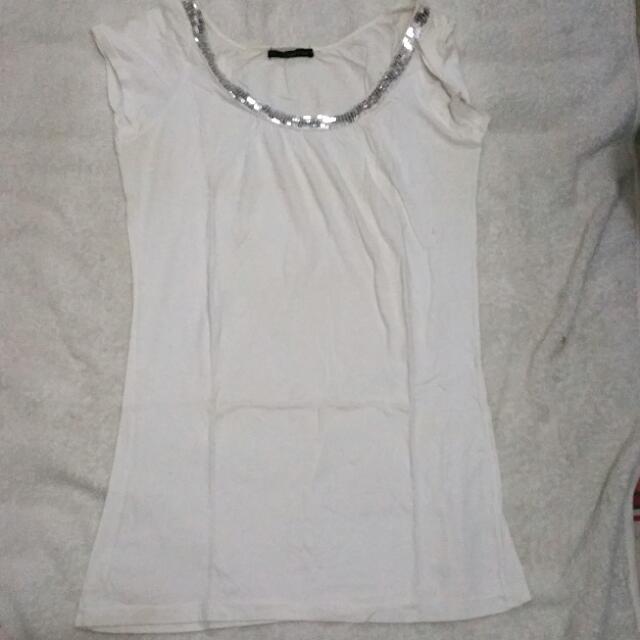 Kaos Putih Manik