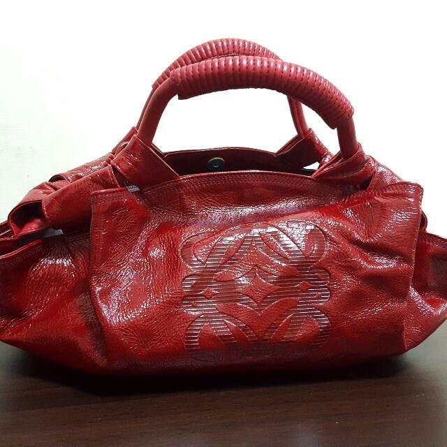 Loewe 漆皮暗紅包小空氣包