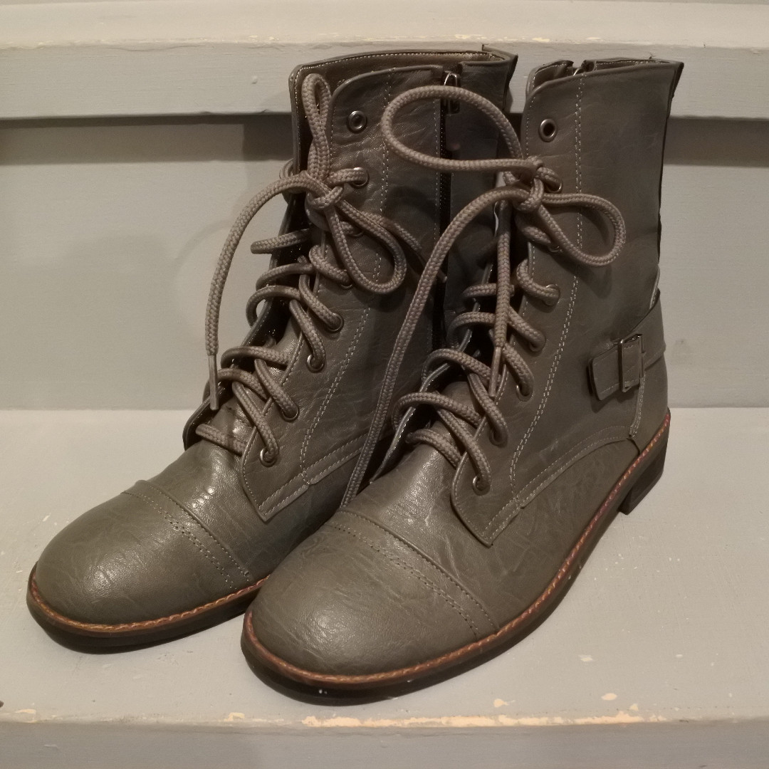 [NEW] Combat boots in grey