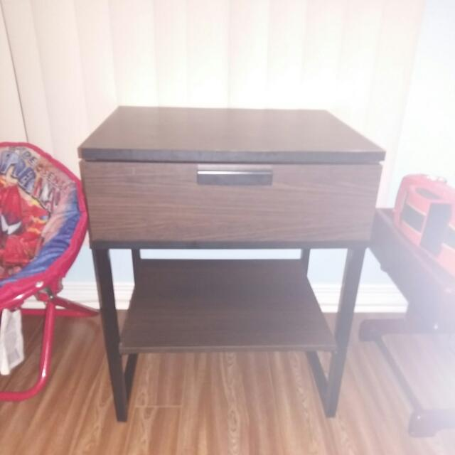 Nightstand/tablestand
