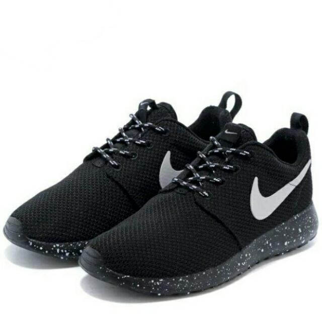 sports shoes 54dab 941b5 Nike  Roshe Run Series - Black With Spotted Outsole (Unisex), Men s ...