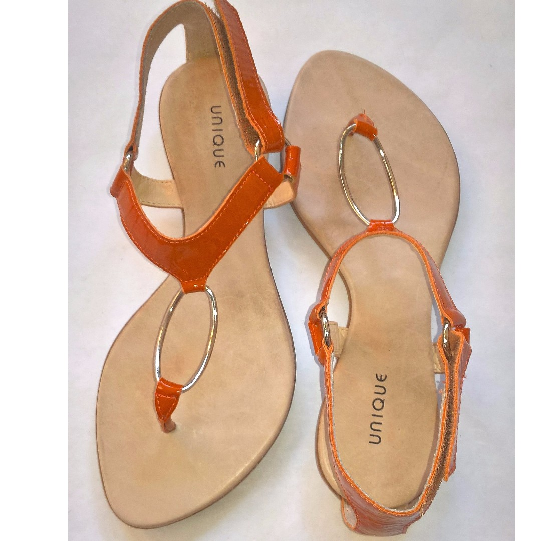 UNIQUE burnt orange patent leather thong sandals, size8, made in Brazil