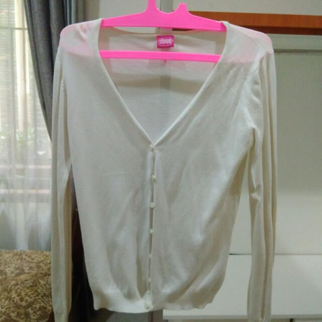 White Sweater ( Sweater Putih )