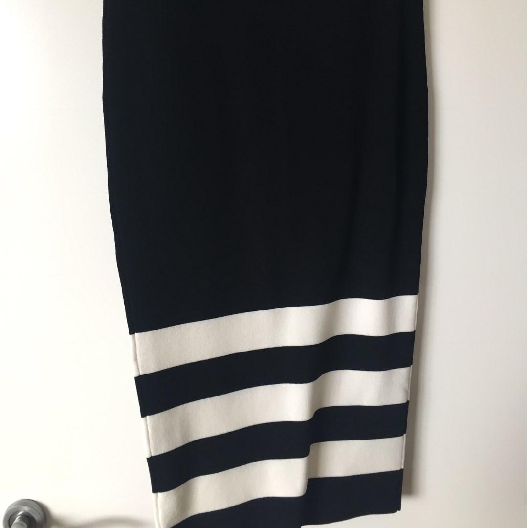 Witchery Knitted B&W Pencil Skirt Siz8