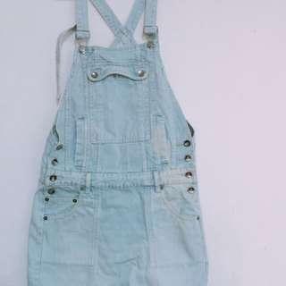 淺藍牛仔吊帶裙