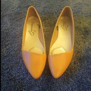 Comfortable Camel-coloured Flats