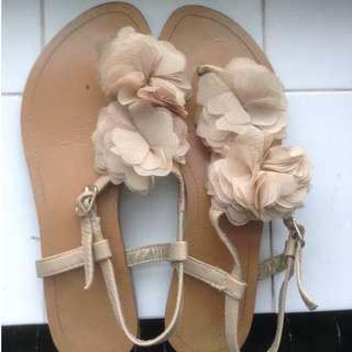Nude flower flip flop