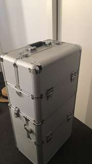 Cosmetic suitcase