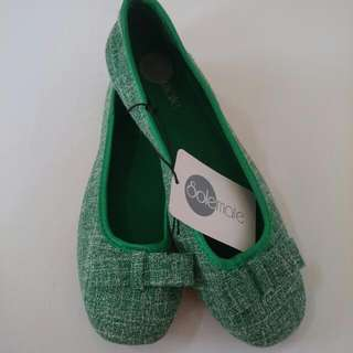 SALE 50% Off Brand New Size 8 SOLEMATE  / GREEN / FLAT / DOLL SHOES / LADIES /  GIRLS WOMENS / SHOE / BOW
