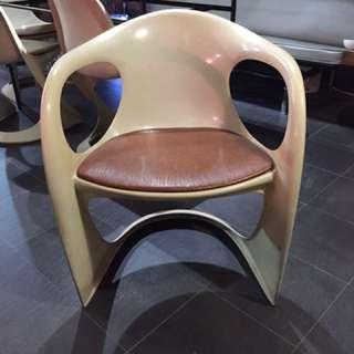 🚚 德國70年代塑料扶手椅