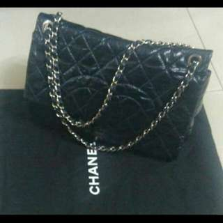 AUTHENTIC CHANEL QUILTED PATENT LEATHER 2010 CC FLAP SHOULDER BAG