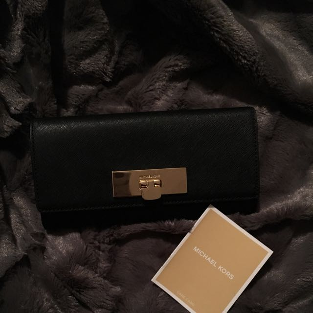 Authentic Micheal Kors Carryall Leather Wallet