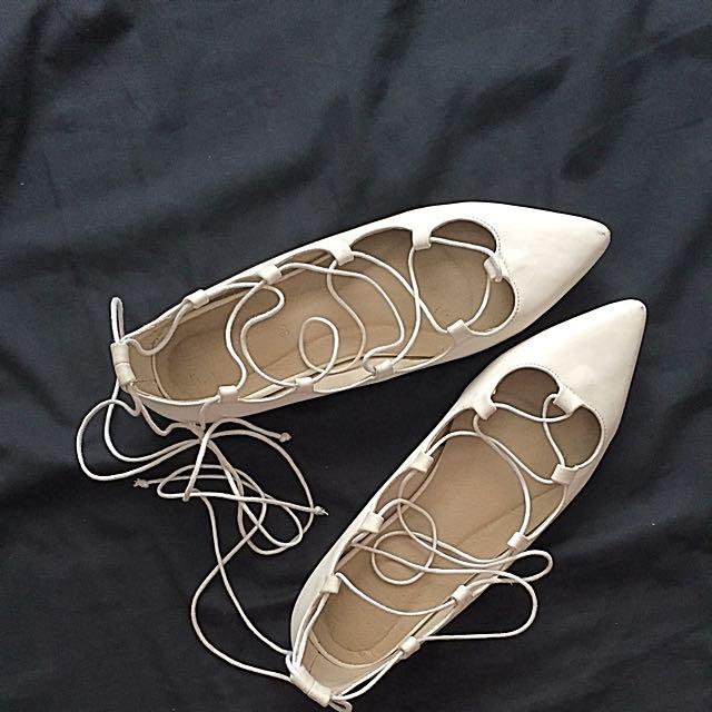 HUE Flat Sandals