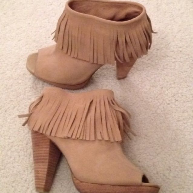 Kenneth Cole Reaction Size 6 Fringe Booties