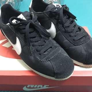 Nike 經典黑色 阿甘鞋