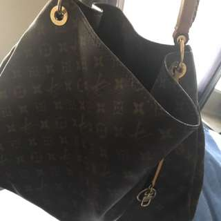 100% Authentic Louis Vuitton Artsy Bag