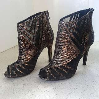 Gold mesh Novo heels size 7