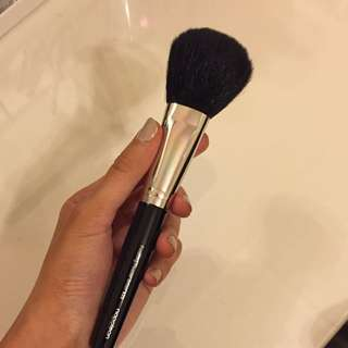 Napoleon Perdis Finishing Powder Brush S25