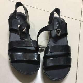 Strap Shoes Black  / Sandal Hitam Pretty Little Things She Need / Pltsn Original