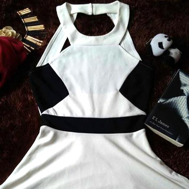 Broken White Halter Neck Dress Putih