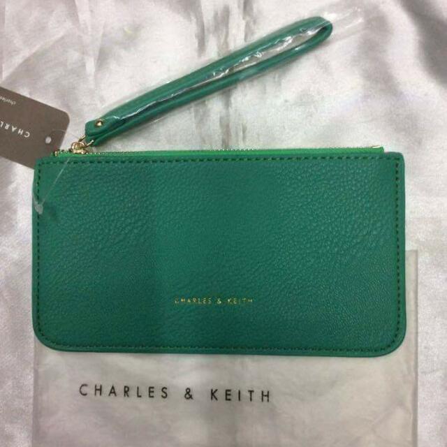 CHARLES & KEITH WRISTLET