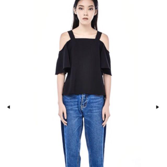 Derion cold shoulder top