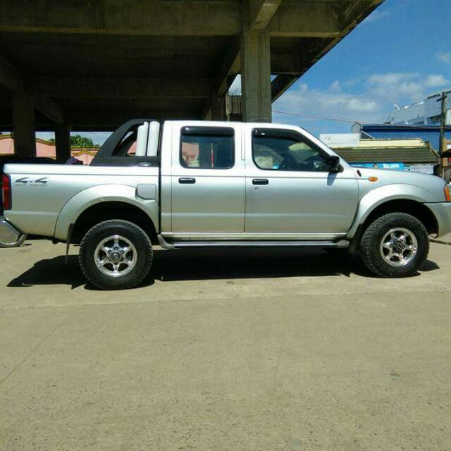 For sale 4x4 manual nissan frontier 375k